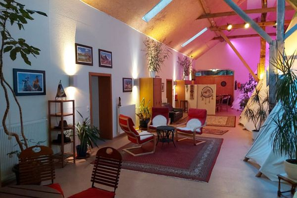 indoor-tipihotel-09-2020-01-800x600D7A7AB9B-F0E3-7977-7B70-F835FB2B5811.jpg